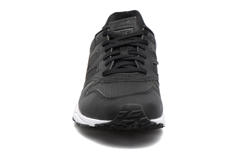 Baskets New Balance WRT96 Noir vue portées chaussures
