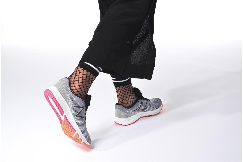 Chaussures de sport New Balance WRUSH Gris vue bas / vue portée sac