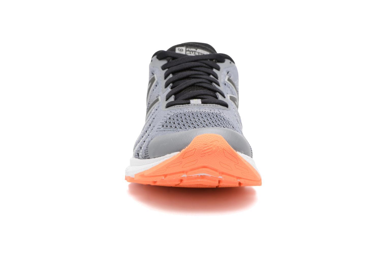 Chaussures de sport New Balance WRUSH Gris vue portées chaussures