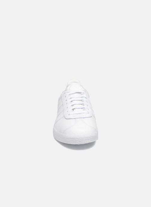 Sneaker adidas originals Gazelle W weiß schuhe getragen