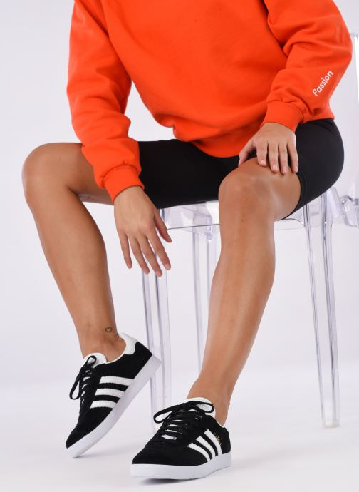 Trainers adidas originals Gazelle W Black view from underneath / model view