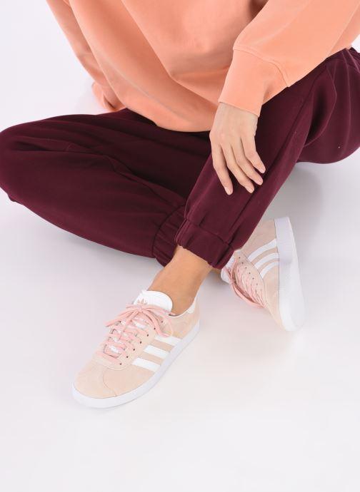 Baskets adidas originals Gazelle W Rose vue bas / vue portée sac