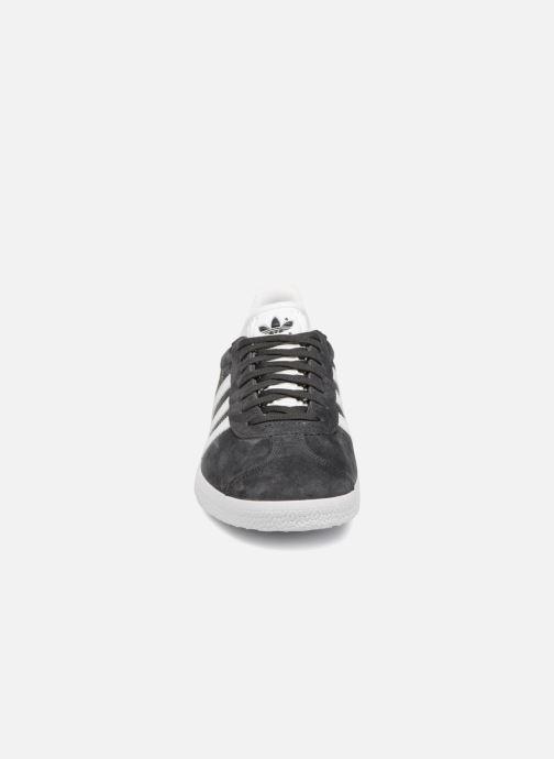 Baskets adidas originals Gazelle W Gris vue portées chaussures