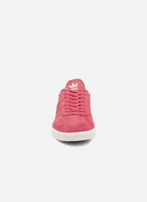 Baskets adidas originals Gazelle W Rouge vue portées chaussures