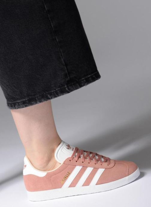 Trainers adidas originals Gazelle W Pink view from underneath / model view