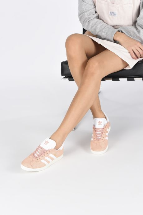 Baskets adidas originals Gazelle W Orange vue bas / vue portée sac