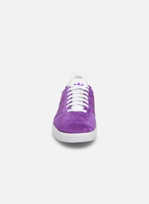 Baskets adidas originals Gazelle W Violet vue portées chaussures