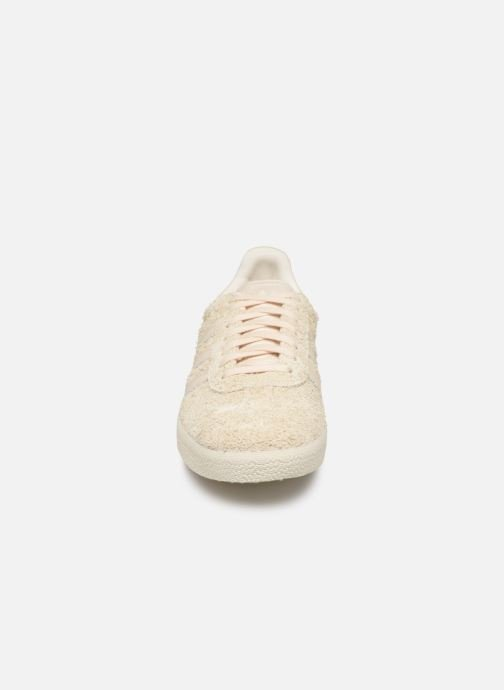 Sneakers adidas originals Gazelle W Beige modello indossato