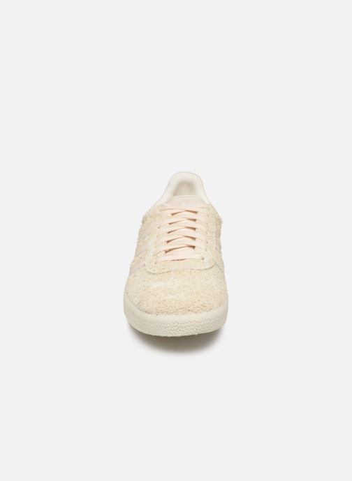 Sneakers adidas originals Gazelle W Beige modello indossato