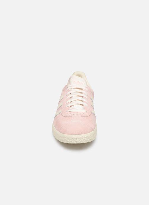 Baskets adidas originals Gazelle W Rose vue portées chaussures