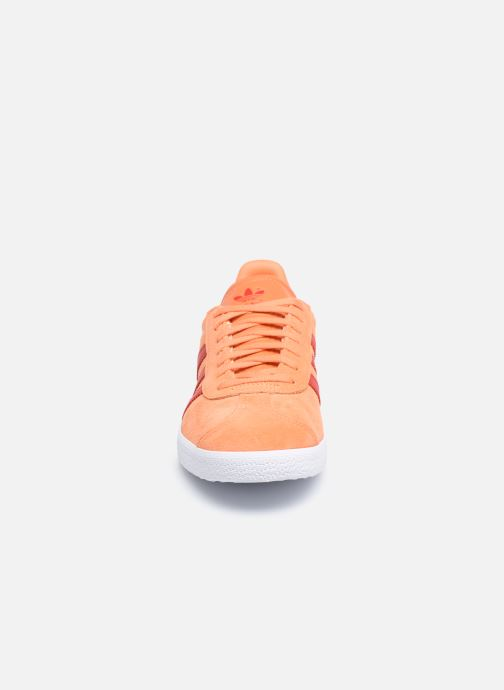 Baskets adidas originals Gazelle W Orange vue portées chaussures