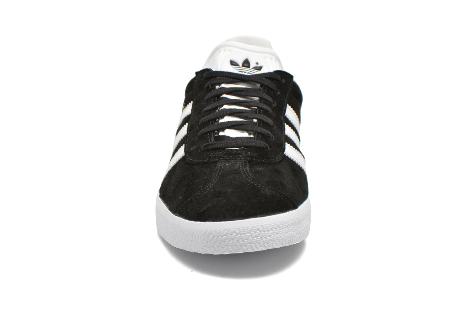 Sneakers Adidas Originals Gazelle W Nero modello indossato