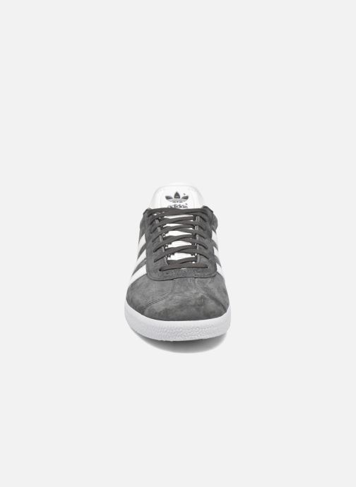 Sneaker adidas originals Gazelle grau schuhe getragen