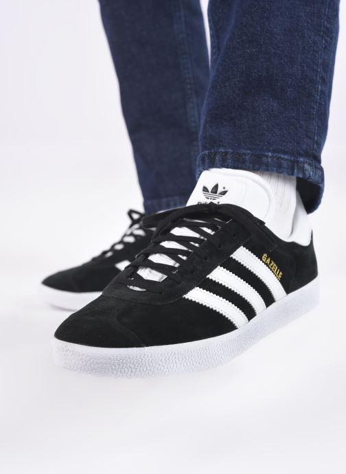 Sneaker adidas originals Gazelle schwarz ansicht von unten / tasche getragen