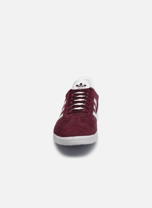 Baskets adidas originals Gazelle Bordeaux vue portées chaussures