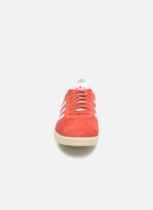 Sneaker Adidas Originals Gazelle rot schuhe getragen