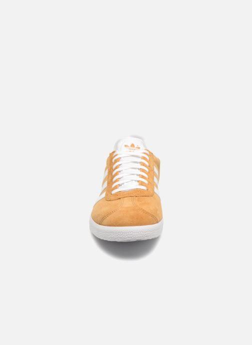 Baskets adidas originals Gazelle Marron vue portées chaussures