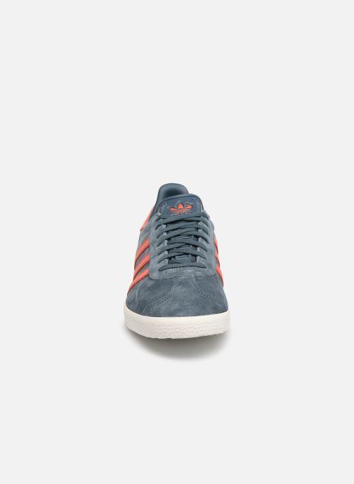 Sneakers adidas originals Gazelle Azzurro modello indossato