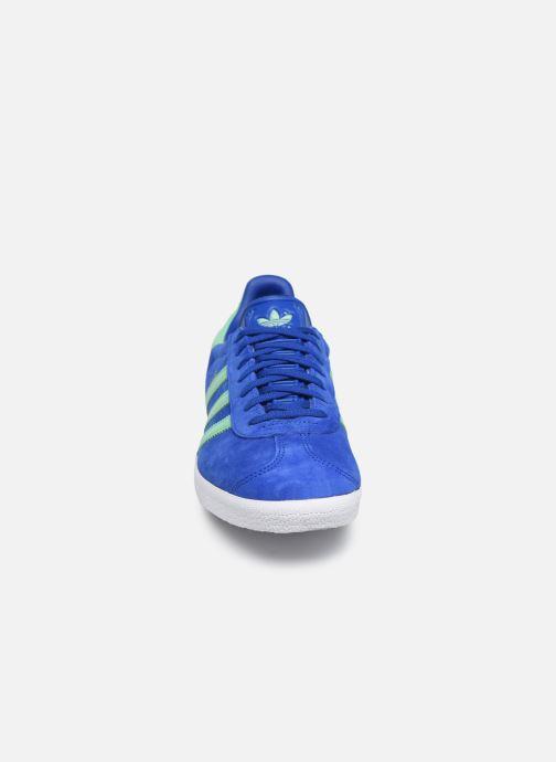 Baskets adidas originals Gazelle Bleu vue portées chaussures