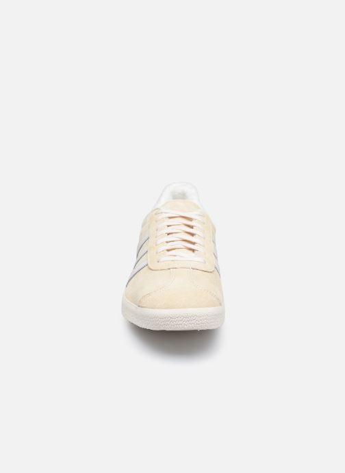 Sneakers adidas originals Gazelle Bianco modello indossato
