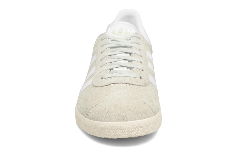 Baskets Adidas Originals Gazelle Vert vue portées chaussures