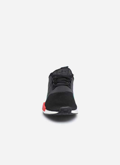 Sneakers adidas originals Nmd_R1 Nero modello indossato
