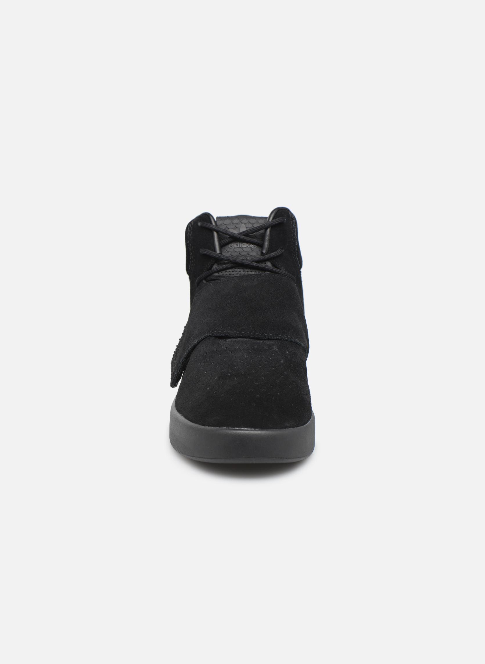 Baskets Adidas Originals Tubular Invader Strap Noir vue portées chaussures