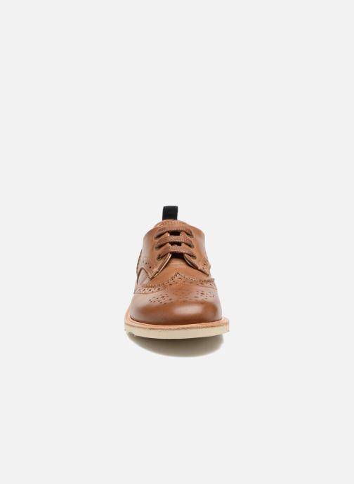 Scarpe con lacci Young Soles Brando Marrone modello indossato