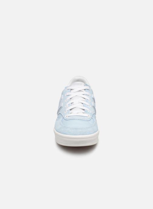Baskets New Balance WRT300 Bleu vue portées chaussures
