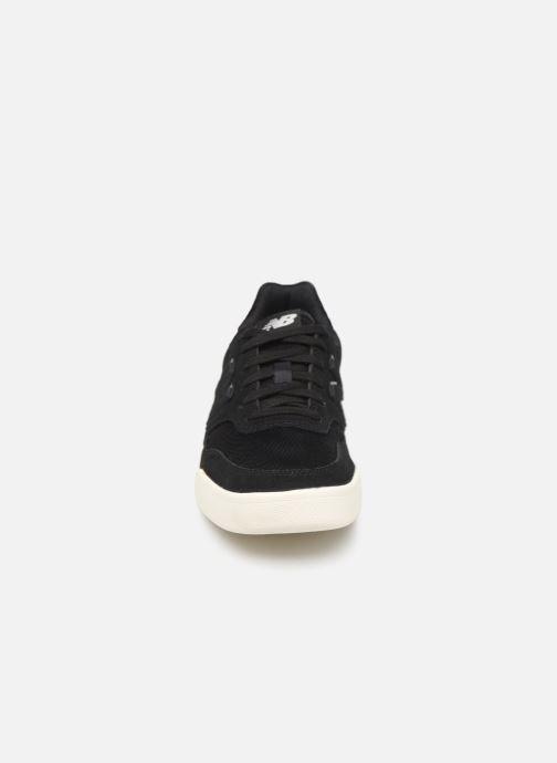 Baskets New Balance WRT300 Noir vue portées chaussures
