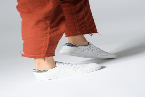 Trainers New Balance WRT300 White view from underneath / model view