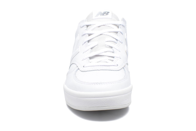 Baskets New Balance WRT300 Blanc vue portées chaussures