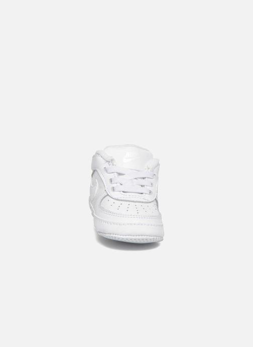 Hausschuhe Nike Nike Force 1 (Cb) weiß schuhe getragen
