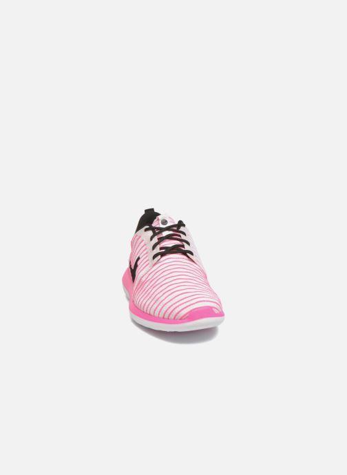 Sneakers Nike Nike Roshe Two Flyknit (Gs) Rosa modello indossato