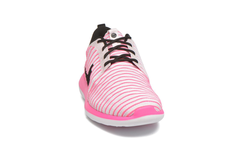 Sneakers Nike Nike Roshe Two Flyknit (Gs) Roze model