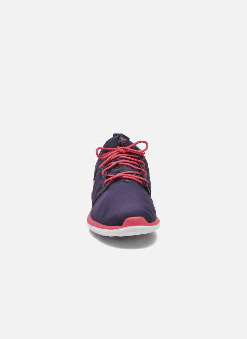 Deportivas Nike Nike Roshe Two (Gs) Violeta      vista del modelo