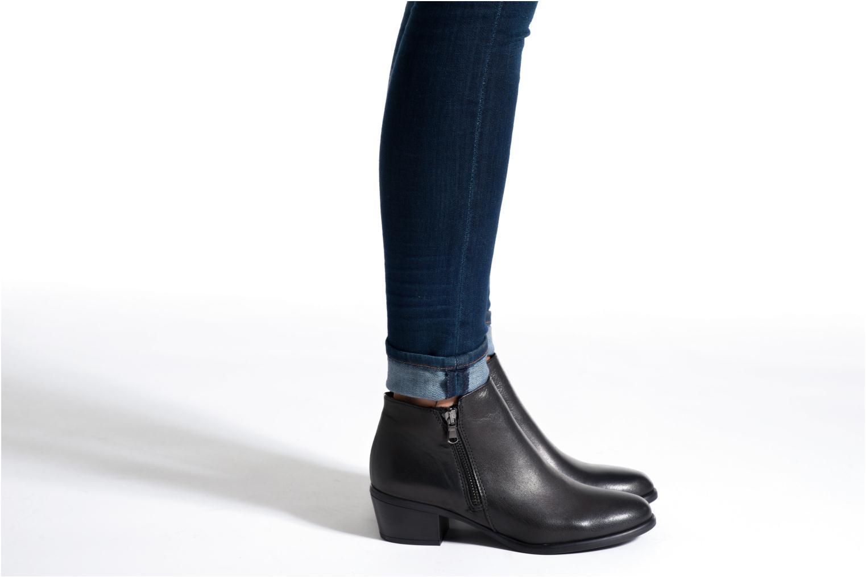 Bottines et boots Tamaris Iris Noir vue bas / vue portée sac