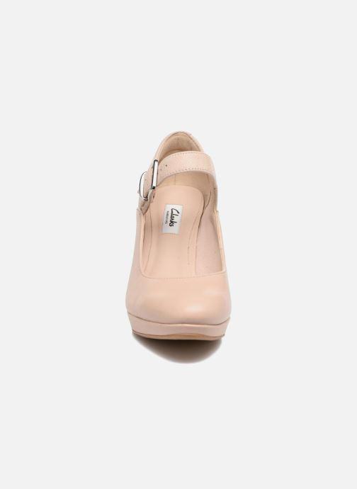 Zapatos de tacón Clarks Kendra Gaby Rosa vista del modelo