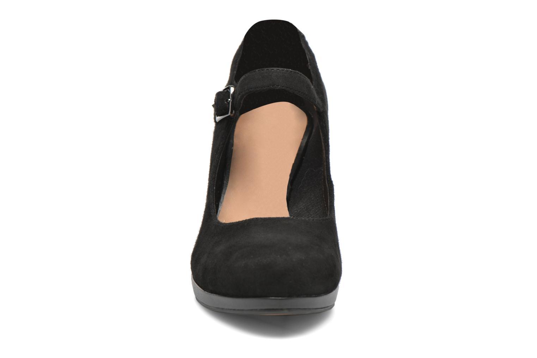 Zapatos de tacón Clarks Chorus Halo Negro vista de frente