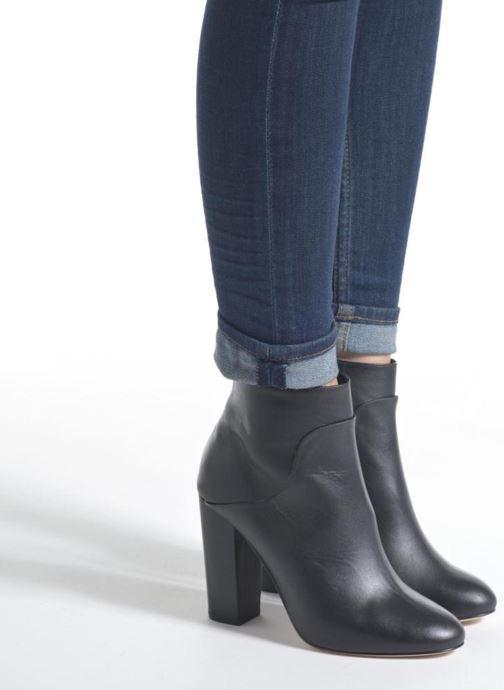 Bottines et boots COSMOPARIS Aloma Noir vue bas / vue portée sac