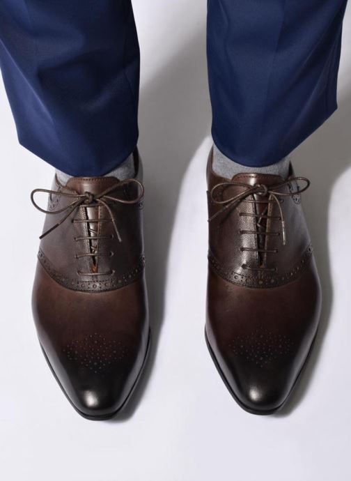 Chaussures à lacets Marvin&Co Newquay Noir vue bas / vue portée sac