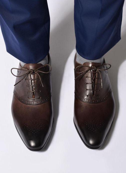 Chaussures à lacets Marvin&Co Newquay Marron vue bas / vue portée sac
