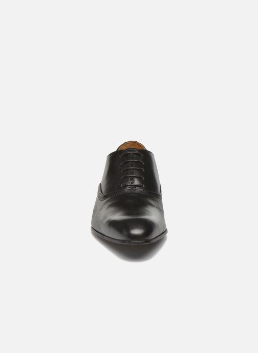 Scarpe con lacci Marvin&Co Norwich Nero modello indossato