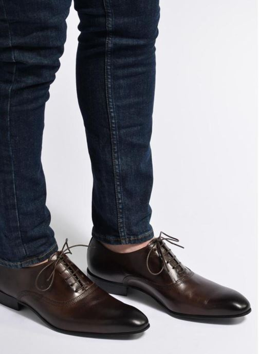 Chaussures à lacets Marvin&Co Norwich Marron vue bas / vue portée sac