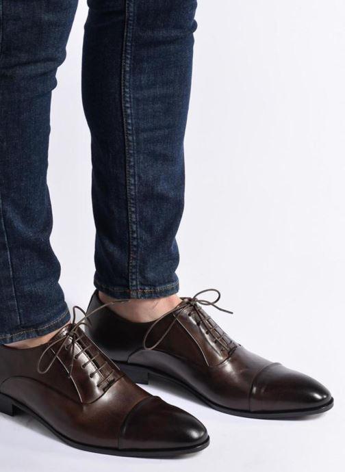 Schnürschuhe Marvin&Co Norwood braun ansicht von unten / tasche getragen