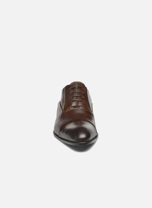Scarpe con lacci Marvin&Co Norwood Marrone modello indossato
