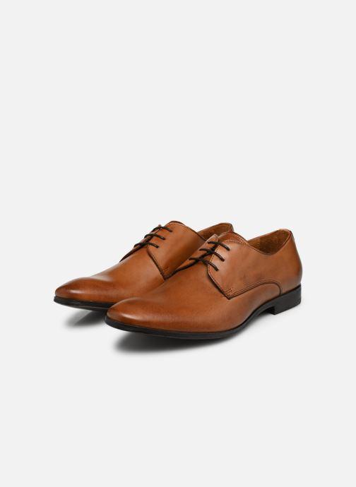 Schnürschuhe Marvin&Co Nailsworth braun ansicht von unten / tasche getragen