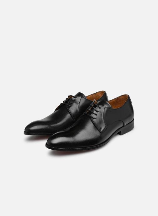 Schnürschuhe Marvin&Co Needham schwarz ansicht von unten / tasche getragen