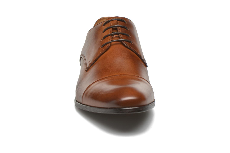 Scarpe con lacci Marvin&Co Newhaven Marrone modello indossato