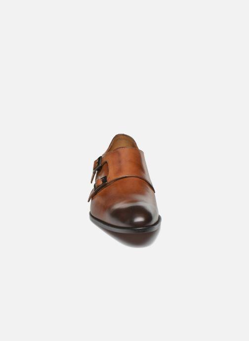 Scarpe con cinturino Marvin&Co Newmills Marrone modello indossato
